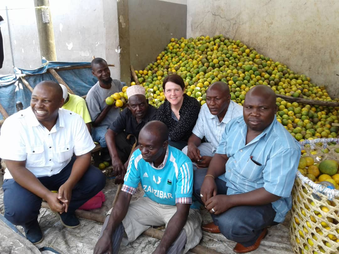 A group of orange traders in Buguruni Market (Dar es Salaam) with citrus value chain researchers (Hazel Gray and Patrick Kihenzile)